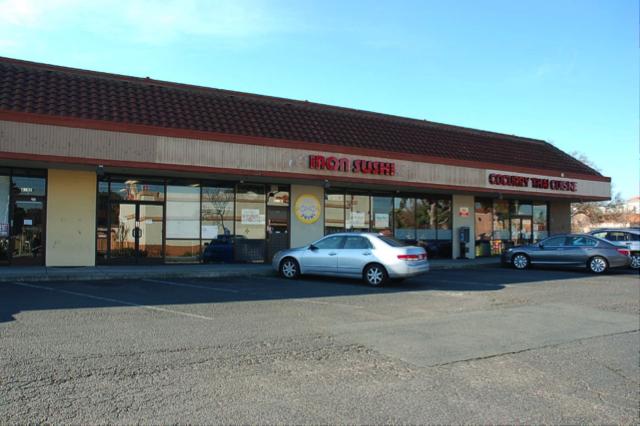Multi-Tenant-Retail-Center